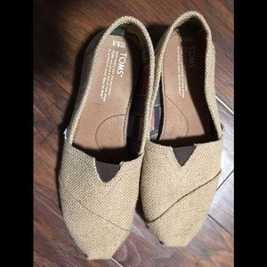 Toms tan color